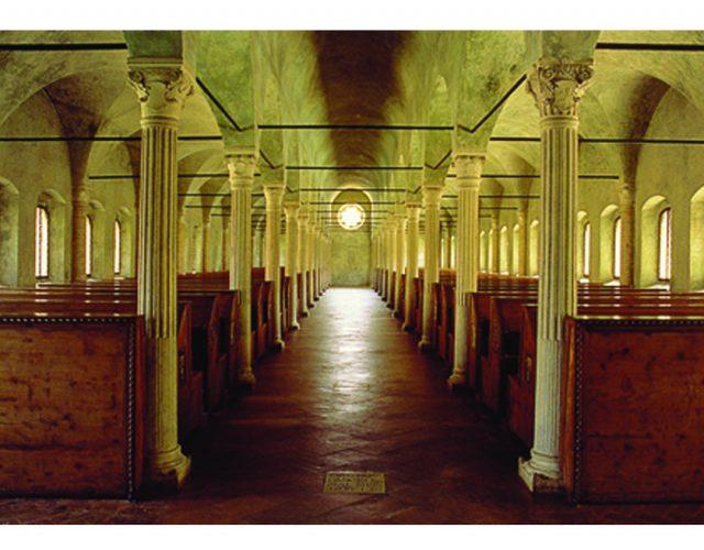 Γενική άποψη της βιβλιοθήκης του Novello Malatesta από την κεντρική είσοδο.