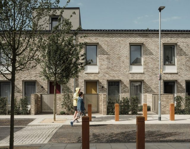 goldsmith-street-mikhail-riches-architecture-residential-social-housing-norwich-uk-england_dezeen_2364_hero2-1233x694
