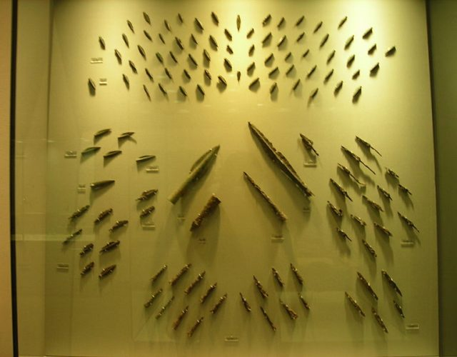 800px-Iron_arrowheads_and_spearheads_from_Thermopyles
