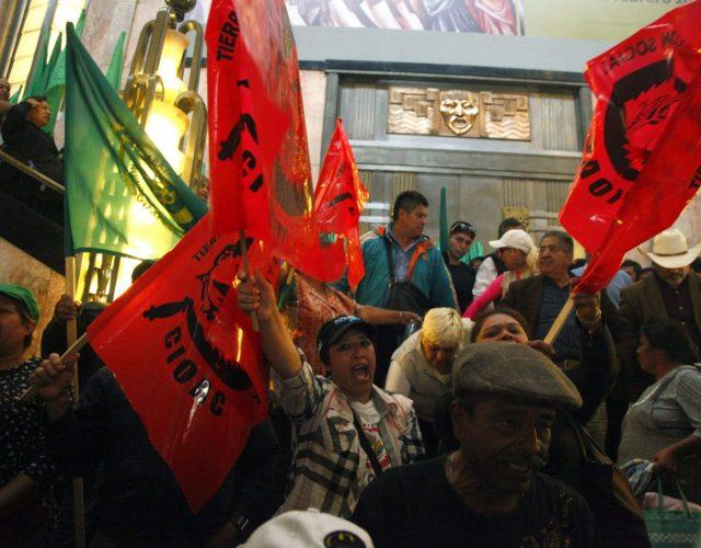 protesta-pintura-la-revolucion-2000