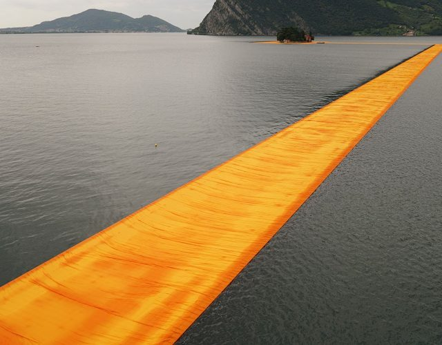 f4_christo_and_jean_claude_the_floating_piers_lake_iseo_italy_yatzer