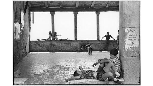 FRANCE. The Alpes de Haute-Provence 'department'. Town of Simiane-la-Rotonde. 1969.