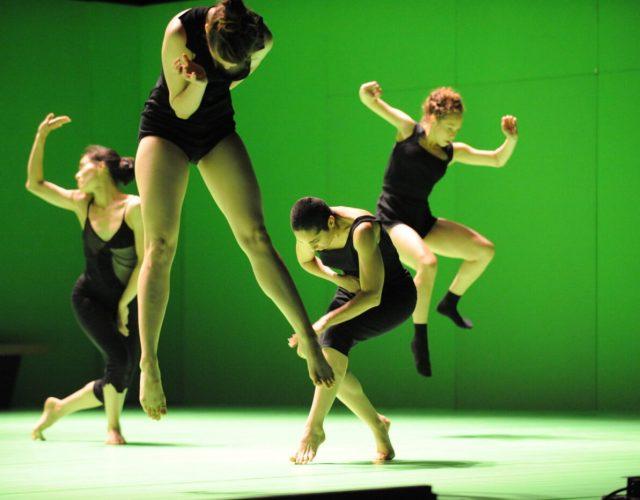Batsheva-Dance-Company-©Gadi-Dagon-1400x932