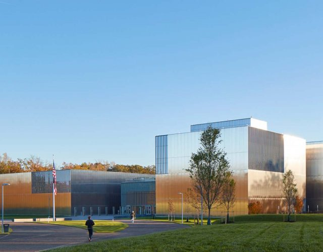national-museum-of-the-united-states-army-som-virginia_dezeen_2364_col_1
